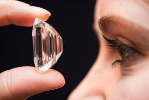 Presentan un diamante de 100 quilates en una exhibición en Dubai