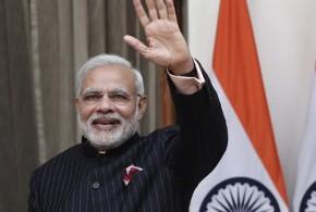 El traje del primer ministro indio alcanza más de 690 mil dólares en una subasta